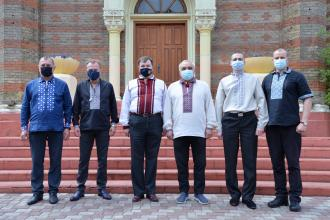 З нагоди Всеукраїнського дня вишиванки працівники ЛДУБЖД одягнулися у традиційний національний одяг